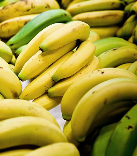 A banán ellátja a dekoltázs vékony bőrét tápanyagokkal, segít leküzdeni a bőr szárazságát. A dekoltázsra egyébként bármilyen arcra való pakolást használhatsz.Kapcsolódó galéria: Csodás hatású, fiatalító arcpakolások »