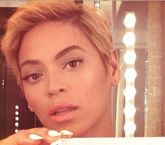 Beyoncé és új frizurája, melyet az Instagramon tett közzé.