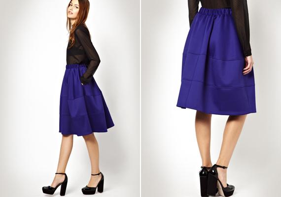 Ez a kék zsebes midiszoknya elegáns, ugyanakkor trendi is. A gyönyörű kék árnyalatnak köszönhetően hercegnői hatást kelt, talán még Kate Middleton is megirigyelné.