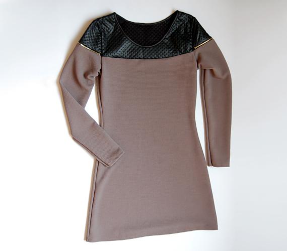 Rockos, mégis nőies ruha, amelyben vagányságot csempészhetsz az irodába. 3600 forintért lehet a tiéd az AsiaCenterben.