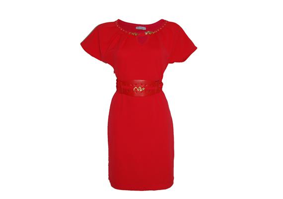 A piros magára vonzza a tekintetet, ráadásul ez az öves megoldás még a derekadat is kiemeli. 9990 forintba kerül a nőies darab a Sebatától. Asia Center/MK Áruház.