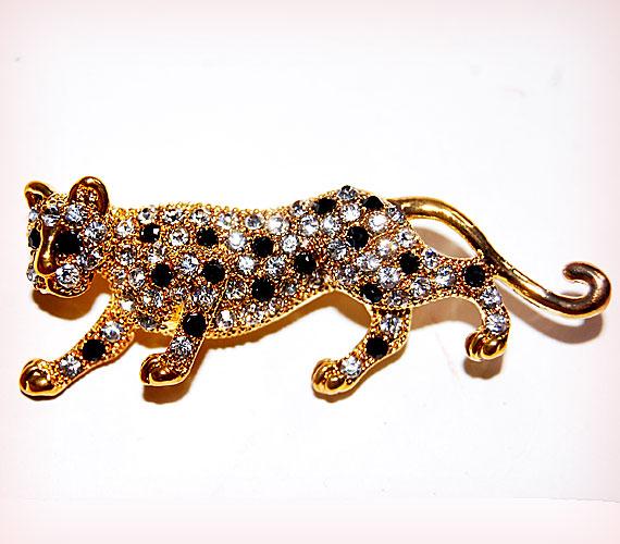 Ha ezt a medált viseled, talán te is olyan gyors leszel, mint egy leopárd. Keresd az AsiaCenterben,1900 forintért.