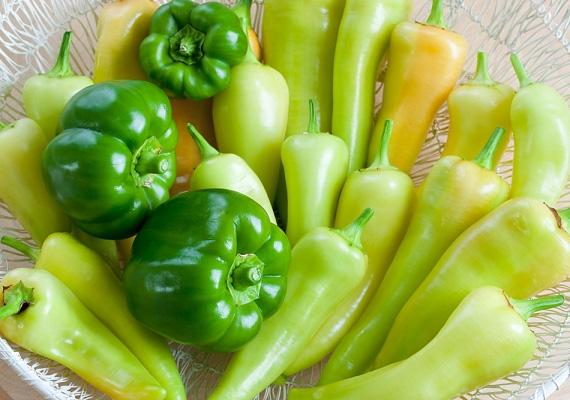A C-vitaminban gazdag paprika szintén jó szolgálatot tehet, az aszkorbinsav ugyanis erősíti a kollagénrostokat, és így feszesíti a bőrt.