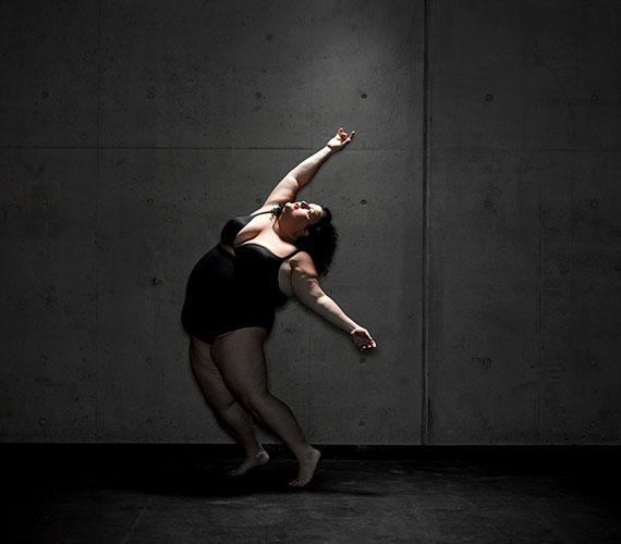 A táncosok keményen dolgoznak az előadás alatt, egyáltalán nem arról van szó, hogy tengenének-lengenének a színpadon.