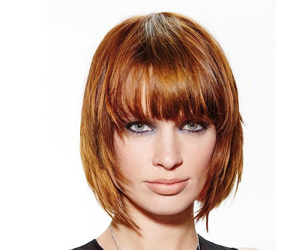 Tépett Kleopátra-frizura, ami a szemekre irányítja a figyelmet.