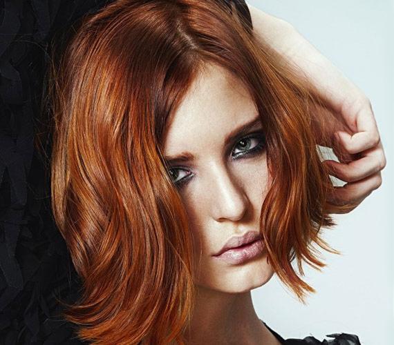 Nőies és nagyon egyszerű frizura, akár kefe nélkül is beszárítható.