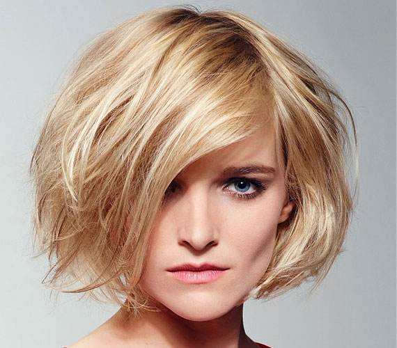 Ha kevés hajad van, szerezz be egy nagy körkefét, és annak segítségével szárítsd meg a hajad, így a tincsek elállnak a fejtől.