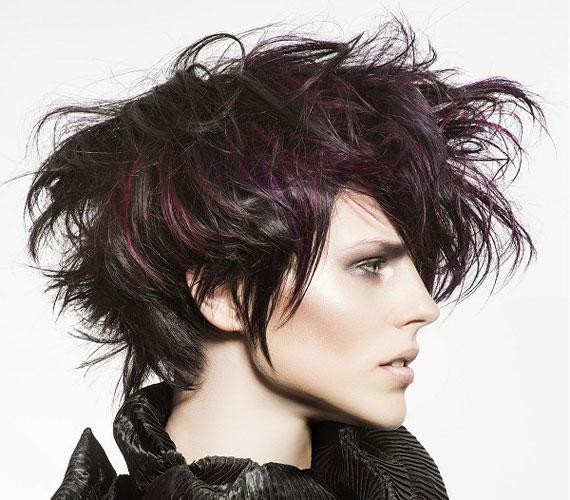 Ez a haj sokkal hosszabb, mint amekkorának tűnik, de az enyhe hullám és a szétálló tincsek rövidebbnek - és tömöttebbnek - mutatják a valóságosnál.