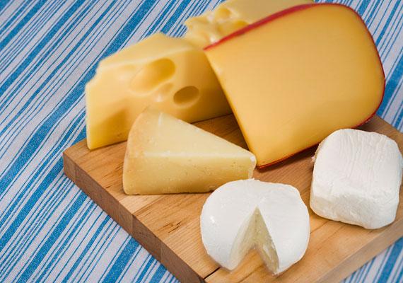 A sajtok, mivel tejből készülnek, nemcsak B-vitamint, de kalciumot is tartalmaznak.