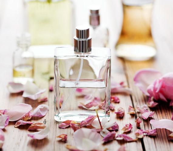 Egy jellemző illat könnyen mások eszébe juttathatja az embert, de nem baj, ha ugyanők nem kapnak mérgezést a parfümtől. Nem az a lényeg, hogy százméteres körzetben tudni lehessen az illetőről. A túlzott parfümözés nemhogy vonzó, de szó szerint taszító.