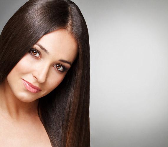 Fényes, jól ápolt haj. Ennél nincs fontosabb, ha ugyanis fakó, töredezett, akkor mindegy, milyen a frizura. Az intenzív szőkítést épp ezért érdemes abbahagyni, és kéthetente ápoló pakolással kényeztetni a hajszálakat.