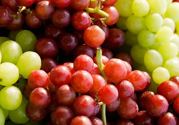 A szőlőt maggal együtt érdemes fogyasztani, mert legalább annyi értékes fiatalító anyag van benne, mint a gyümölcs héjában és húsában.