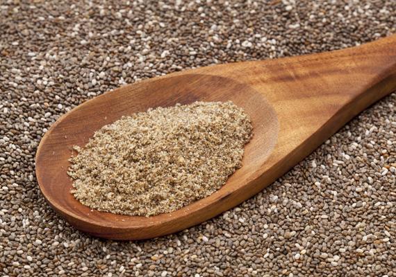 Mindig felfedeznek valami újat, most a chia magok számítanak slágernek, tegyük hozzá, nem véletlenül. Nemcsak omega-3 zsírsavval van tele a mag, de a többszörösére szívja magát vízzel, így igazán eltelít.