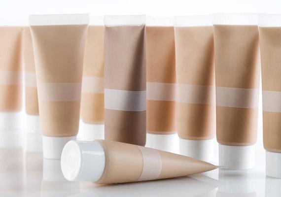 Felejtsd el a stiftet, helyette válassz folyékony korrektort, ami nem szárítja a bőrt, és könnyen eldolgozható.