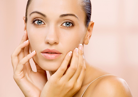 Az arc egyes pontjainak stimulálásával fokozhatod a bőr vér- és oxigénellátását, valamint elősegítheted a mérgek távozását. Nézd meg a képeket, hol nyomd meg!