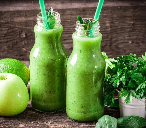 A zöld turmixról ódákat zengenek, és nem véletlenül. Sokféleképpen variálható, de ha ide kattintasz, találsz egy klasszikus receptet. Jó tesz az emésztésnek, klorofilltartalma pedig a bőrnek.