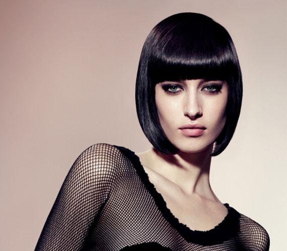 A kicsit szigorú Kleopátra-frizura sok férfi kedvence a maga egyszerűségében.