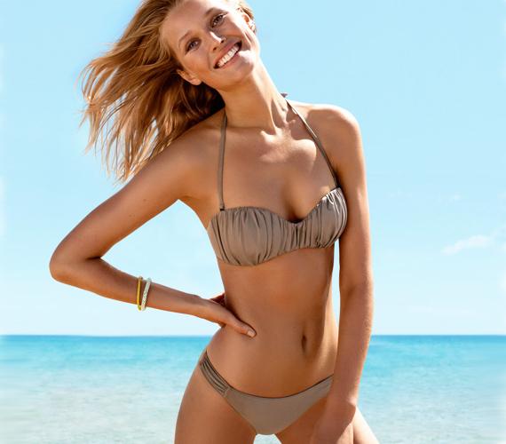 Ha nem vagy elégedett a melleiddel, akkor válassz húzásokkal vagy masnikkal díszített felsőrészt. A H&M homokszínű bikinifelsője 3990 forintba kerül, az alsó ára pedig 2990 forint.