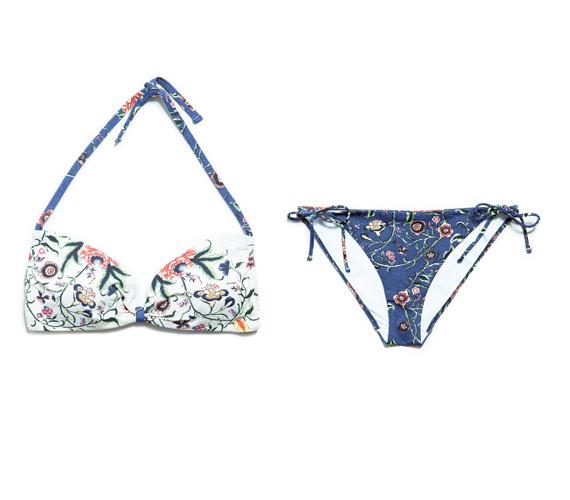 Idén is nagy sláger a bandeau bikinifazon pánttal, illetve pánt nélkül is. A Zara japán virágmintás együtteséhez 10 000 forintért juthatsz hozzá. A darabok külön is megvásárolhatóak, 4995 forintos árral.