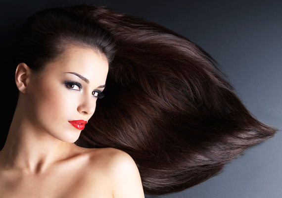 A haj egy idő után elvékonyodik, ritkássá válik. Gondoskodj róla, hogy a fejbőr megkapja a szükséges tápanyagokat, és tarthatsz egy kis ricinusolaj-kúrát is, mondjuk évente kétszer.