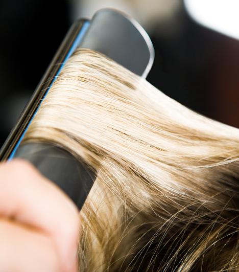 A frizuragyártást túlzásba is lehet vinni. A hajvasalás, a göndörítés és a túl forró levegővel való szárítás is okozhatja a haj töredezettségét, ami, bár nem a töveknél, de ritkítja a hajat.