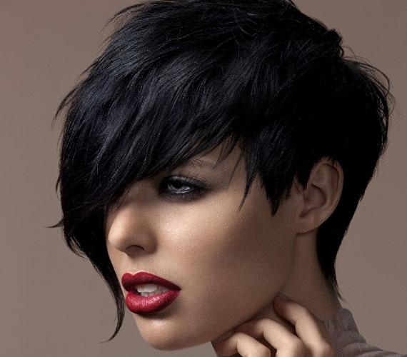 A féloldalas frizura nagyon szexi, vagánysága pedig nem nélkülözi a nőiességet.
