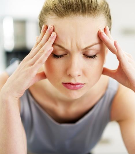 Stressz  A stressz nem csupán belülről őrli fel az ember idegeit. Idegesség hatására az arcizmok megfeszülnek, a mimika sokkal élénkebbé válik, ami hosszútávon barázdákat mélytíhet a bőrbe. Ennek egyetlen ellenszere létezik csak, próbálj meg valamilyen stresszlevezető technikát alkalmazni és aludj sokat, ugyanis ebben az állapotban teljesen ellazulnak az arcizmok.