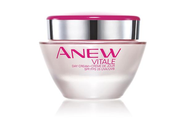 Az Avon Anew Vitale nappali krémje 25-ös fényvédő faktorral bír, ezért nyáridőben remek választás lehet.