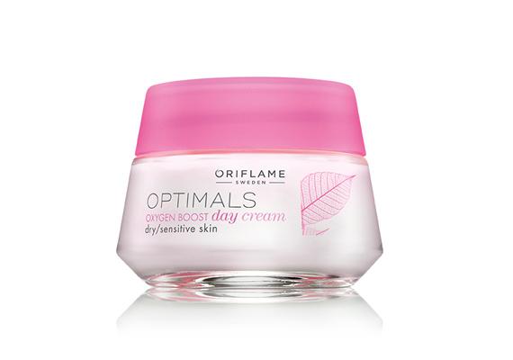 Az Oriflame Optimals Oxygen Boost oxigénes nappali krémje kifejezetten száraz és érzékeny bőrre való, segíti a sejtek oxigénfelvételét, így hidratálja a bőrt.
