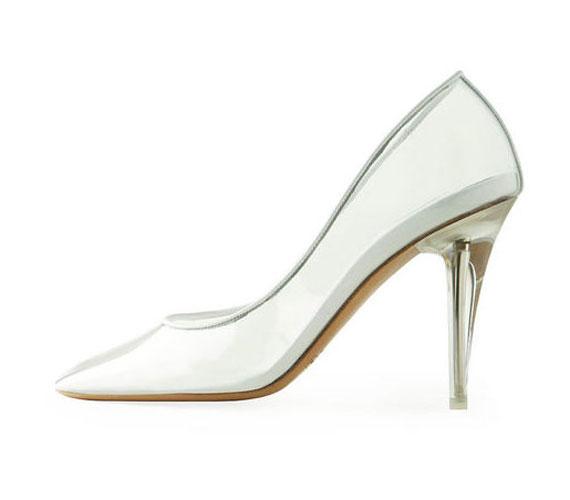 Mac Jacobs viszont el is készíttette az álmát, egy egyszerű vonalú cipőt.
