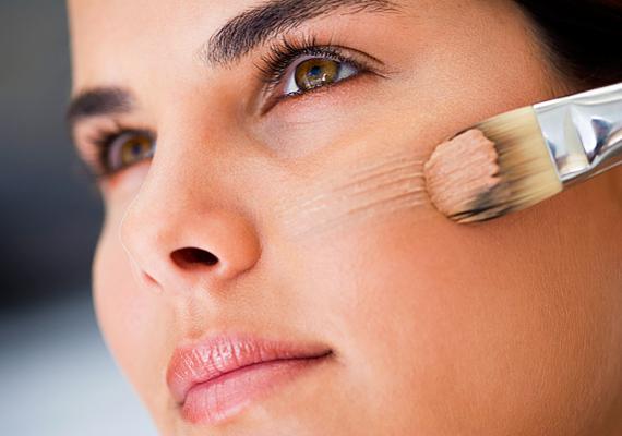 Az alapozóval eltüntetheted bőrhibáidat, ráadásul egészen üde színt kölcsönözhetsz vele arcodnak.