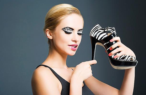 83efa43c53 Bármilyen ruhát viselsz, alapszabály, hogy magassarkúval párosítsd. Bár nem  a legkényelmesebb viselet, a platformos cipőkkel akár tíz centit is  hozzáadhatsz ...