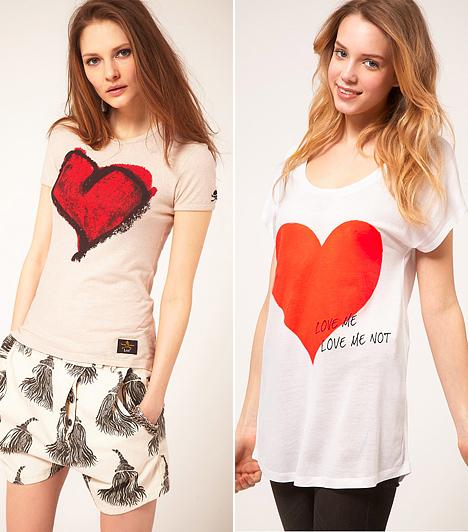 Szívecskék  Az idei kínálatban a szívecskés pólók is megszaporodtak, ami jó hír azoknak, akik domborúbb cicikre vágynak. A mellkason ékeskedő nagy szívalakzat kiemeli az apró idomokat, a vállakat viszont nem bántja.