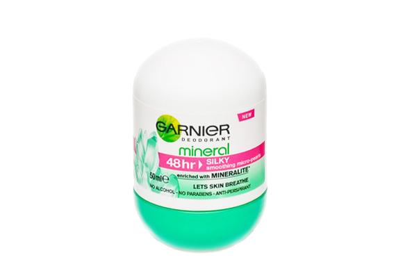 Alexa: - 48 órás golyós Garnier Mineralt használok. Nem hagy nyomot, és egyáltalán nem irritáló az illata, ráadásul nem nyomja el a parfümöt sem.