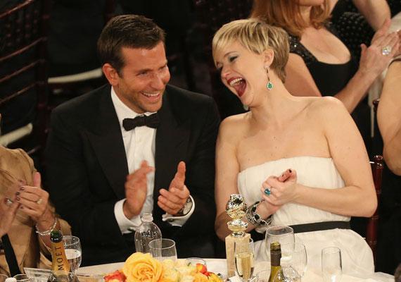 A mosoly a legszebb kiegészítő, nem véletlen, hogy a fiatal színésznőt imádják a férfiak, imád teli szájjal nevetni, aminek lehetetlen ellenállni.