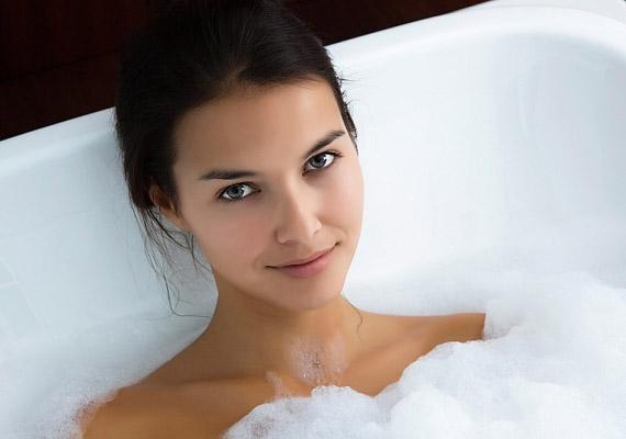 Állítólag nem vízzel tisztálkodunk majd, hanem vákuummal, illetve sztatikus elektromossággal. Ezt ma még nehéz elképzelni, de a fürdést elvileg csak relaxációra fogjuk használni.