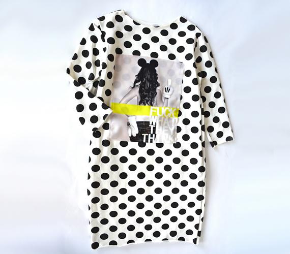 A lezserebb fazonok kedvelőinek ajánljuk ezt a pöttyös ruhát, amely vidám mintájának és laza szabásának köszönhetően ápol és eltakar. A ruhát 3600 forintért találod az AsiaCenterben.