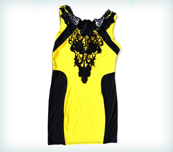 Széles csípőre tökéletes ez a sárga-fekete ruha, amely onnan farag le, ahol a legzavaróbb számodra a felesleg. A ruhát 7500 forintért veheted meg az AsiaCenterben.