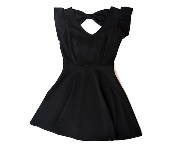 Ez a fekete ruha segít majd neked is homokóra alakúvá válni. Kombináld fekete harisnyával a tökéletes összkép érdekében.                         Ha ez a ruha tetszett meg, akkor irány az AsiaCenter, ahol már 3800 forintért a tiéd lehet!