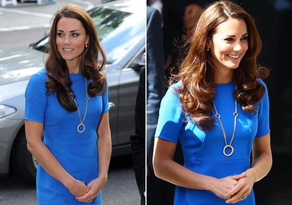 Egyszerű kék ruha egy kis bizsuval. Ami kiverte a biztosítékot, hogy ez a kis Cartier bizsu 78 ezer fontba került, és állítólag a hercegné tulajdona. Valóban kissé elvetette a sulykot.