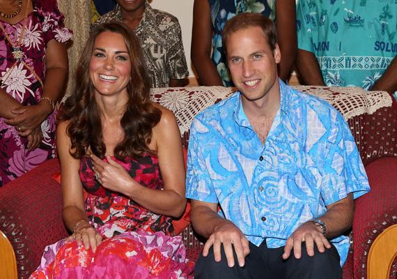 Bárkiről készülhet ilyen fotó a nyaraláson, az ifjú házasok Guadalcanal szigetén játszottak turistát, bár van, aki szerint a hercegnének még itt sem kellett volna fedetlen vállal megjelennie. Ami még kínosabb, hogy a Salamon-szigeteken a Cook-szigetek népviseletét vette fel. Erről persze nem ő tehet.