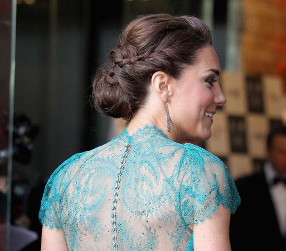 Egy olimpiai rendezvényre érkezett ezzel a gyönyörű és rafinált konttyal a hercegné.