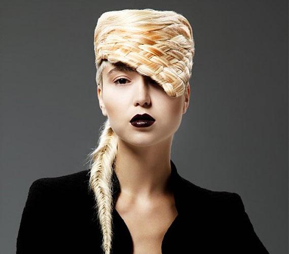 Lady Gaga és egy fonott kosár ötvözése.
