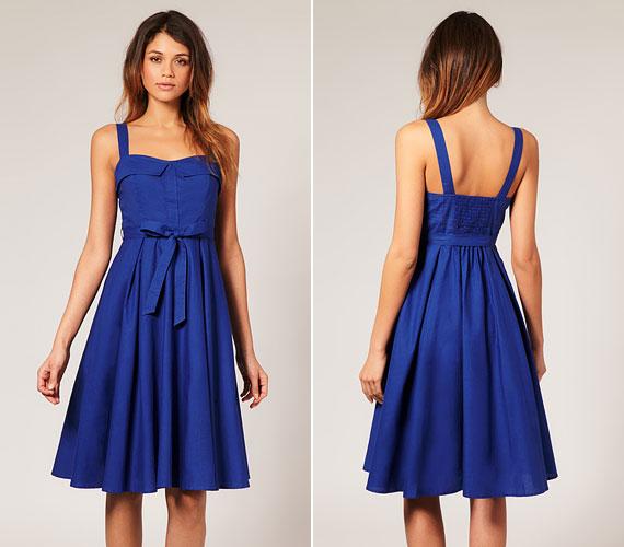 Egyszerű, pántos ruha, mely alkalmi viselet is lehet egy szép cipővel, de nyári ruhának is használhatod.
