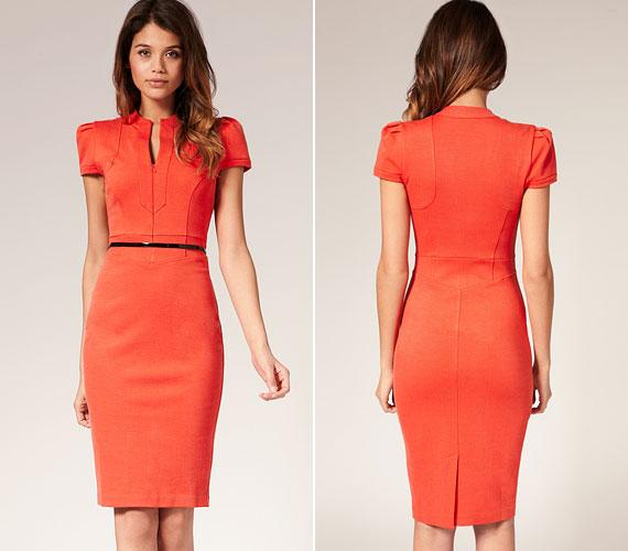 Decens narancssárga kisruha. A szabás minden alakra jó, a színnel azonban vigyázni kell.