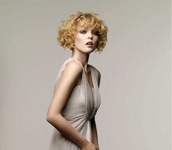 Bevállalósak egészen göndör hajat is készíttethetnek maguknak.