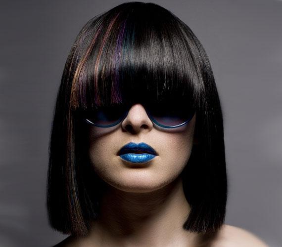 Sőt, itt kifejezetten előnyös lehet, mert nem lesz sapkaszerű hatása a frizurának.
