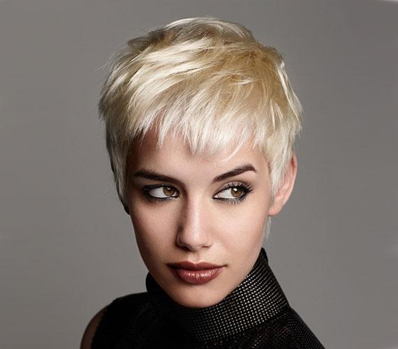 Ha igazán merész vagy, egészen rövid hajat is vágathatsz. Ezt a hosszt már kellőképpen megerősíthetik a finish termékek.