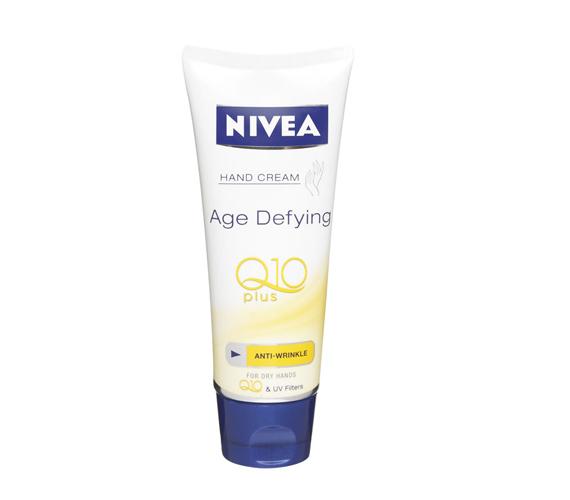 UV-szűrővel és Q10-zel készült Nivea kézkrém, ráncok ellen.