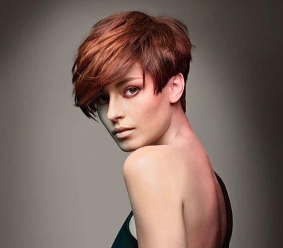 A hátul rövid, elöl hosszú haj mindenféle hajminőségből előállítható.